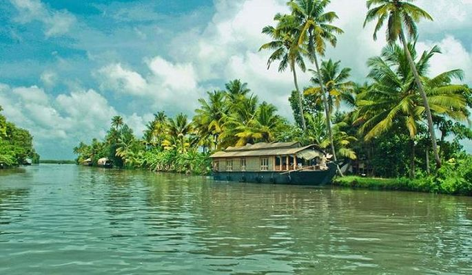 Allepey Houseboat Honeymoon Holiday Tour Packages