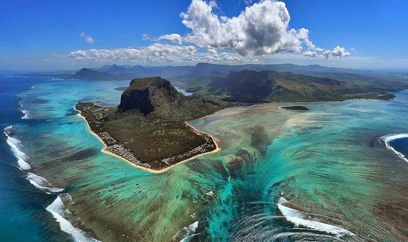Book Best Accommodation Hotels in Mauritius Hotels Resorts deals Price Online with Earth Travels .